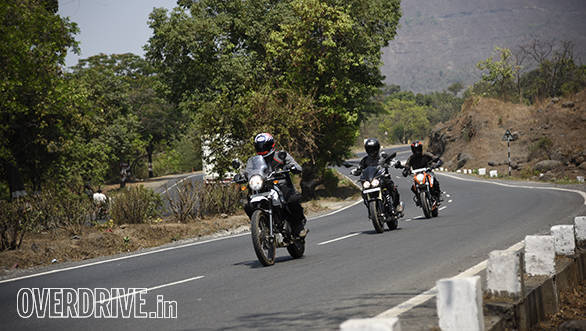 RE Himalayan vs Duke 200 vs Mahindra Mojo action shotz