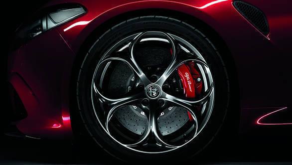 Alfa-Romeo-Giulia-Quadrifoglio-(11)
