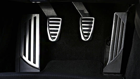 Alfa-Romeo-Giulia-Quadrifoglio-(7)