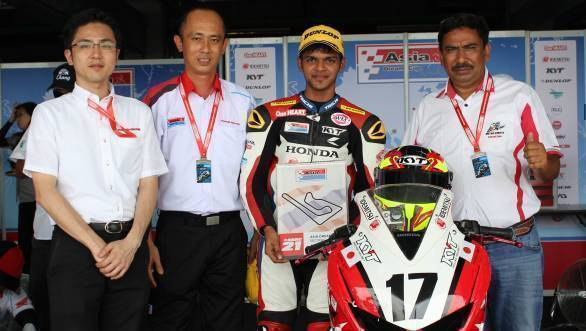Hari Krishnan and his team after his fine second-place finish in the Asia Dream Cup