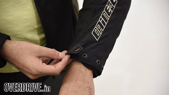 Snap-fit buttons adjust the wrist tightness. I find that the first position fits best