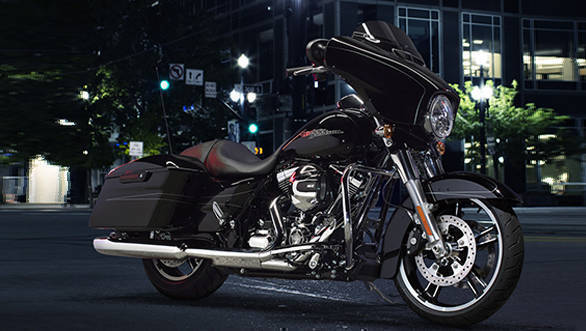 Harley-Davidson-Street-Glide-(2)