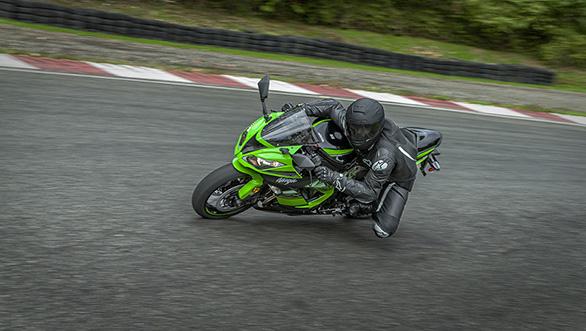 Kawasaki ZX6R 2016 (10)