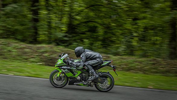 Kawasaki ZX6R 2016 (2)