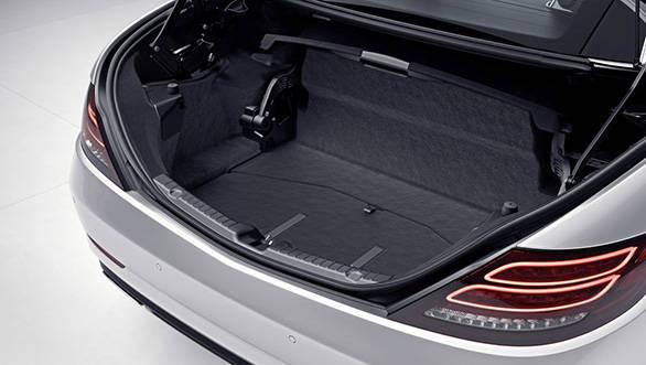 Mercedes-Benz SLC;  teilautomatische Restkofferraum-Abgrenzung geffnet; semi-automatic boot separator, opened;
