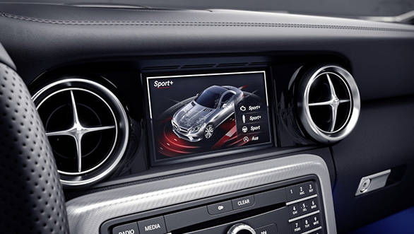 Mercedes-Benz SLC;  Mit DYNAMIC SELECT lassen sich insgesamt 5 Fahrprogramme anwählen. Der Fahrer erhält eine Bedienrückmeldung im Multimediasystem. AMG DYNAMIC SELECT allows selection of 5 different drive modes. Confirmation of the selection made by the driver appears in the multimedia system.