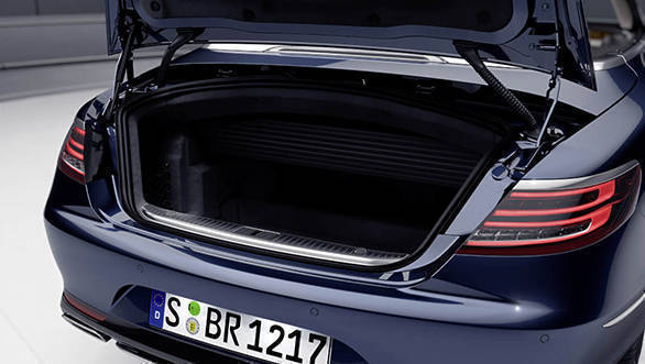 Mercedes-Benz S-Klasse Cabriolet, 2015. Exterior: cavansitblau; Gepäckraumabtrennung geschlossen Mercedes-Benz S-Class Cabriolet, 2015. exterior:  cavansite blue; boot separator closed.