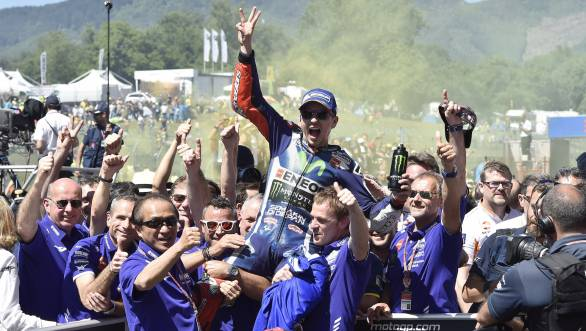 Jorge Lorenzo and the Movistar Yamaha crew celebrate his win at Mugello