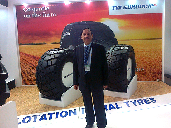 Mr. P Vijayaraghavan, Director,  TVS Srichakra Ltd. along with Flotation radial tyres at Reifen 2016(2)