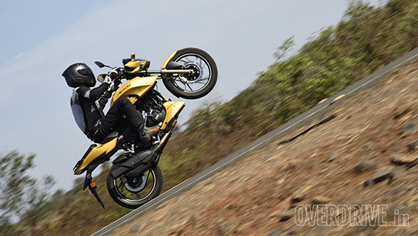 2016 TVS Apache RTR 200 4V road test review