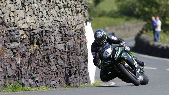Ian Hutchinson (Yamaha - Came BPT Yamaha/Team Traction Control) approaching the Gooseneck during the Monster Energy Supersport TT race