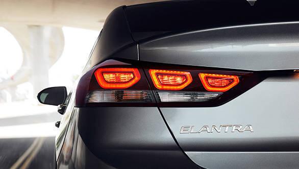 2017-Elantra-18-LED_Taillights