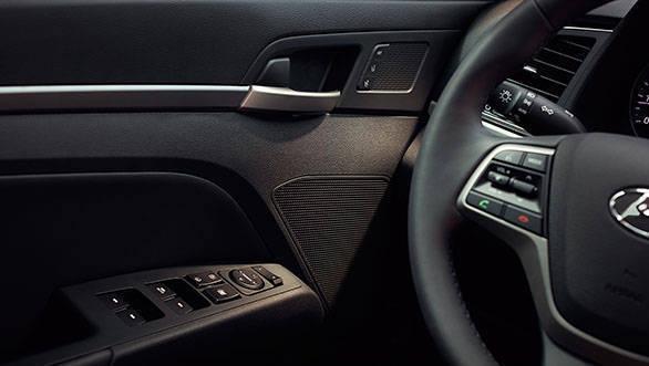 2017 Hyundai Elantra (12)