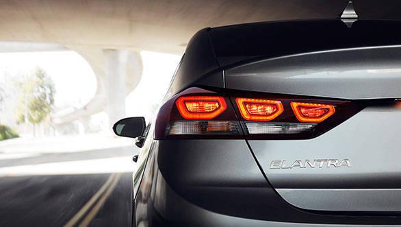 2017 Hyundai Elantra (3)