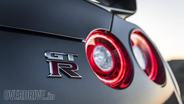 2017 Nissan GT-R (1)