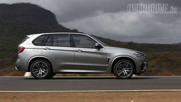 BMW X5M vs Range Rover SVR (14)