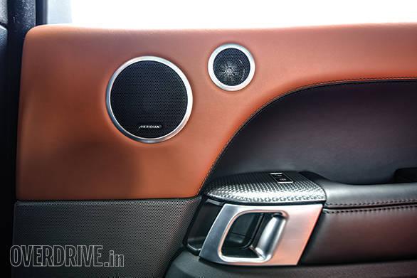 BMW X5M vs Range Rover SVR (19)