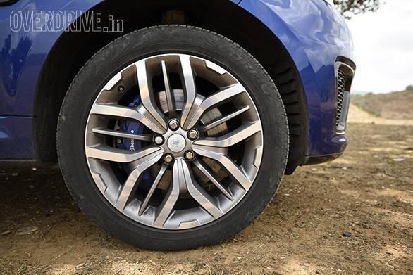 BMW X5M vs Range Rover SVR (20)