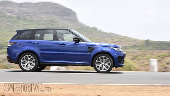 BMW X5M vs Range Rover SVR (24)