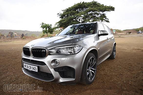 BMW X5M vs Range Rover SVR (4)