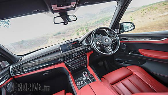 BMW X5M vs Range Rover SVR (9)
