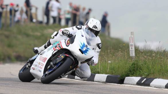 Bruce Anstey (Team MUGEN) at the Bungalow during the SES TT Zero race
