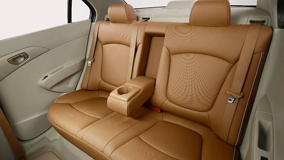 Chevrolet Essentia (9)