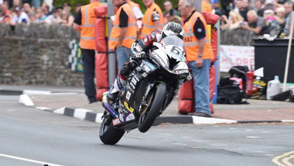 Michael Dunlop on his way to winning the 2016 Senior TT at the Isle of Man