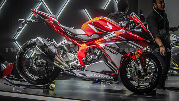Honda CBR250RR red, side view