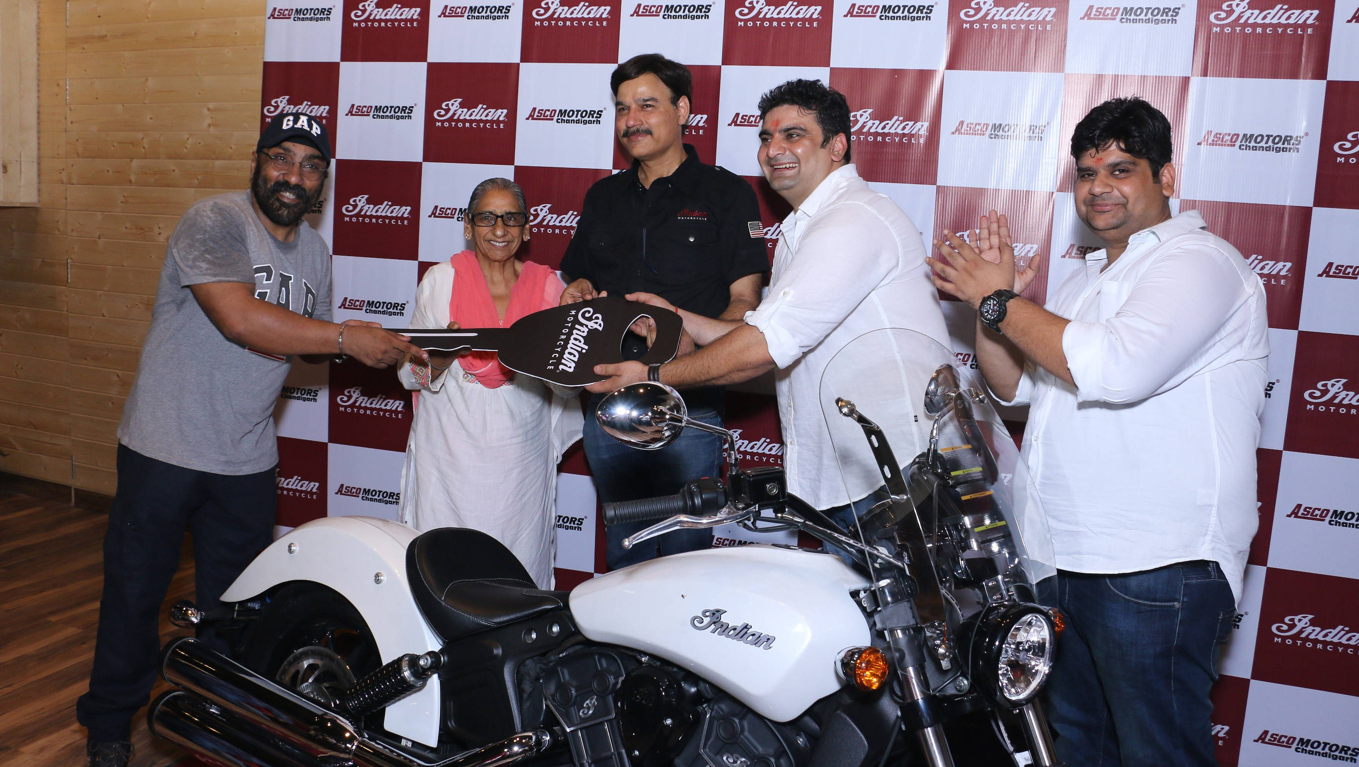 Mr. Pankaj Dubey, MD & Country Head, Polaris India handing over keys of the Indian Scout to its customer, Mr. Manish Jain
