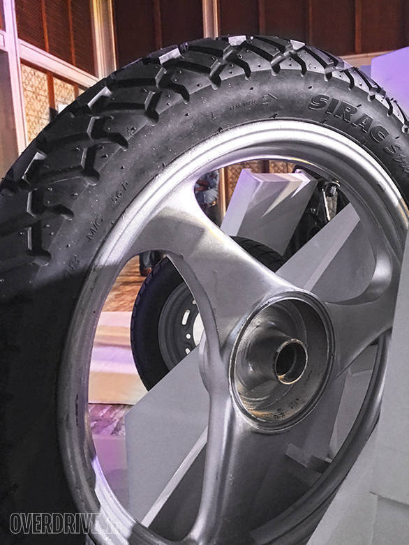 The Michelin Sirac Street tyres are designed for motorcycles above 150cc and claims to offer strong grip on wet roads