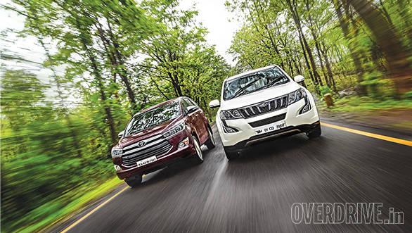 Toyota Innova Crysta AT vs Mahindra XUV500 AT (10)