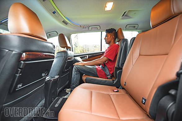 Toyota Innova Crysta AT vs Mahindra XUV500 AT (14)