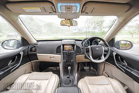 Toyota Innova Crysta AT vs Mahindra XUV500 AT (2)