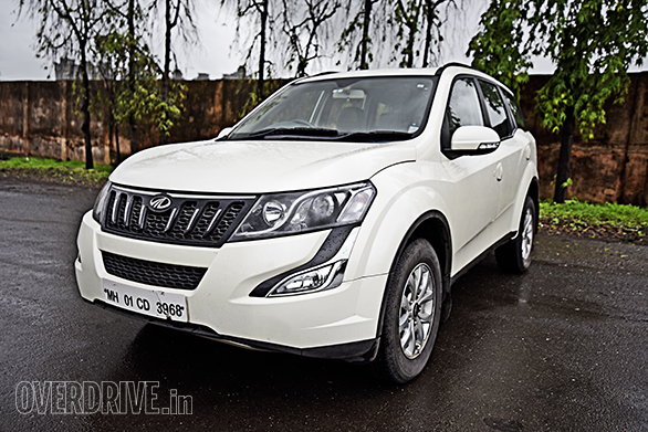 Toyota Innova Crysta AT vs Mahindra XUV500 AT (4)