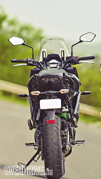 Triumph Street Twin vs Kawasaki Versys (2)