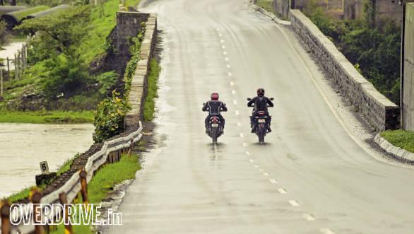 Triumph Street Twin vs Kawasaki Versys (7)