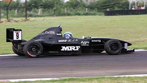 Vikash Anand in action in the MRF F1600 class