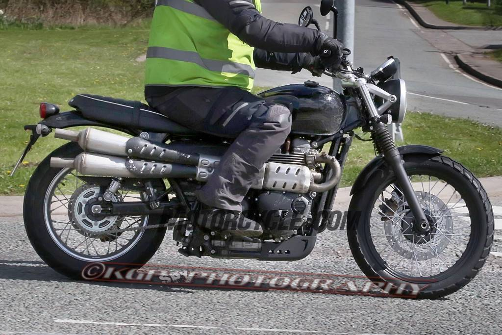 050416-triumph-scrambler-spy-photos-KGP-4