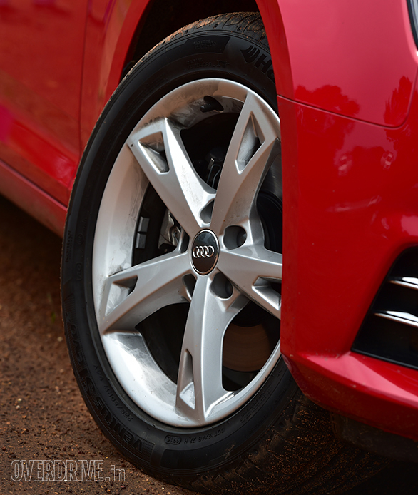 The Audi A4 features 17-inch wheels which look unique. They should be very practical with the 225/50 section tyres