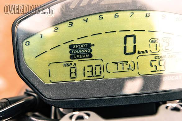 Ducati 821 Monster (6)