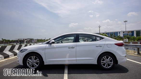 Hyundai Elantra 2016 (32)