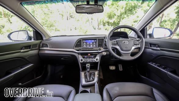 Hyundai Elantra 2016 (38)