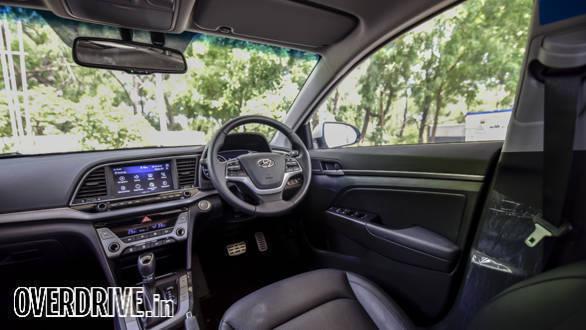 Hyundai Elantra 2016 (39)