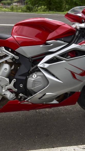 Kawasaki ZX10R vs Austa MV F4 (17)