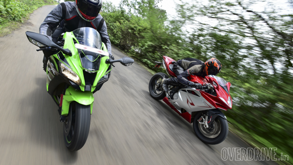 Kawasaki ZX10R vs Austa MV F4 (2)