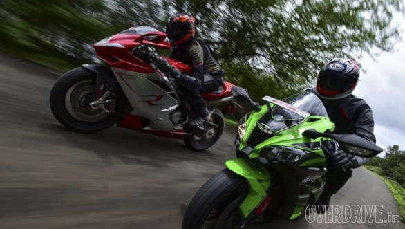 Kawasaki ZX10R vs Austa MV F4 (3)