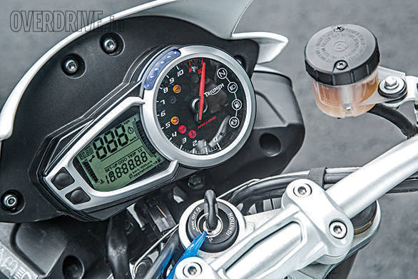 aprilia tuono vs suzuki gsx-s1000 vs triumph speed triple (1)
