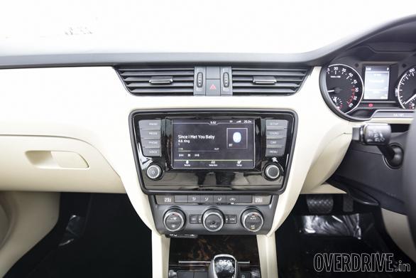 Hyundai Elantra Skoda Octavia Chevrolet Cruze (16)