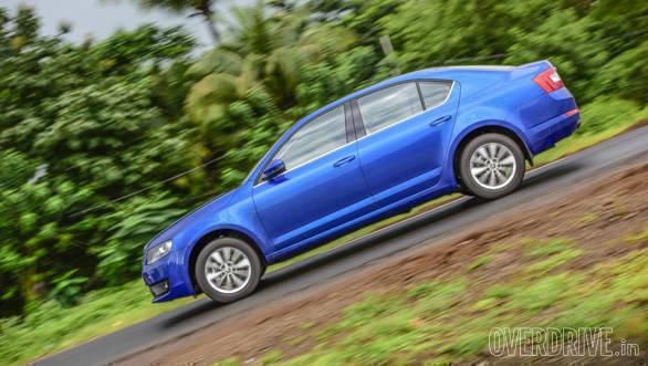 Hyundai Elantra Skoda Octavia Chevrolet Cruze (4)